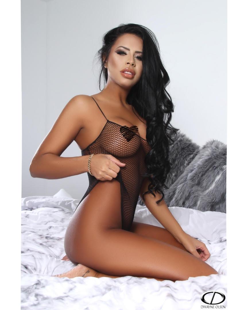 Carmen – Byron Bay + Gold Coast Bikini, Topless + Nude Waitress